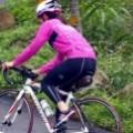 騎車的女生
